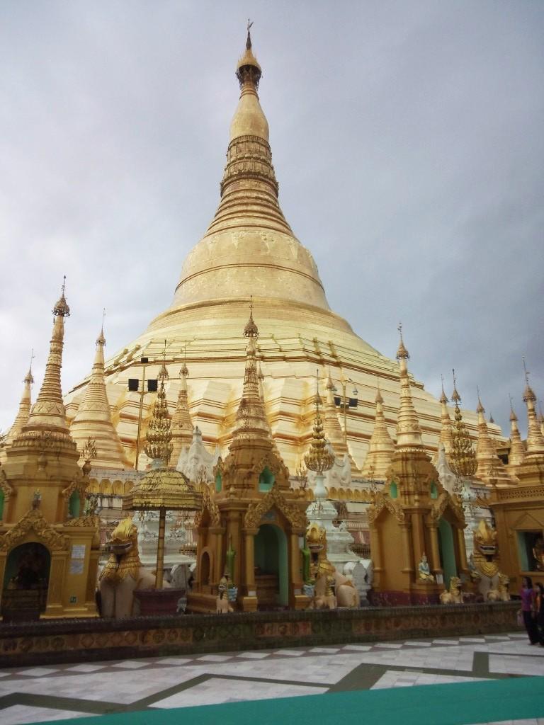 ヤンゴンの寺院